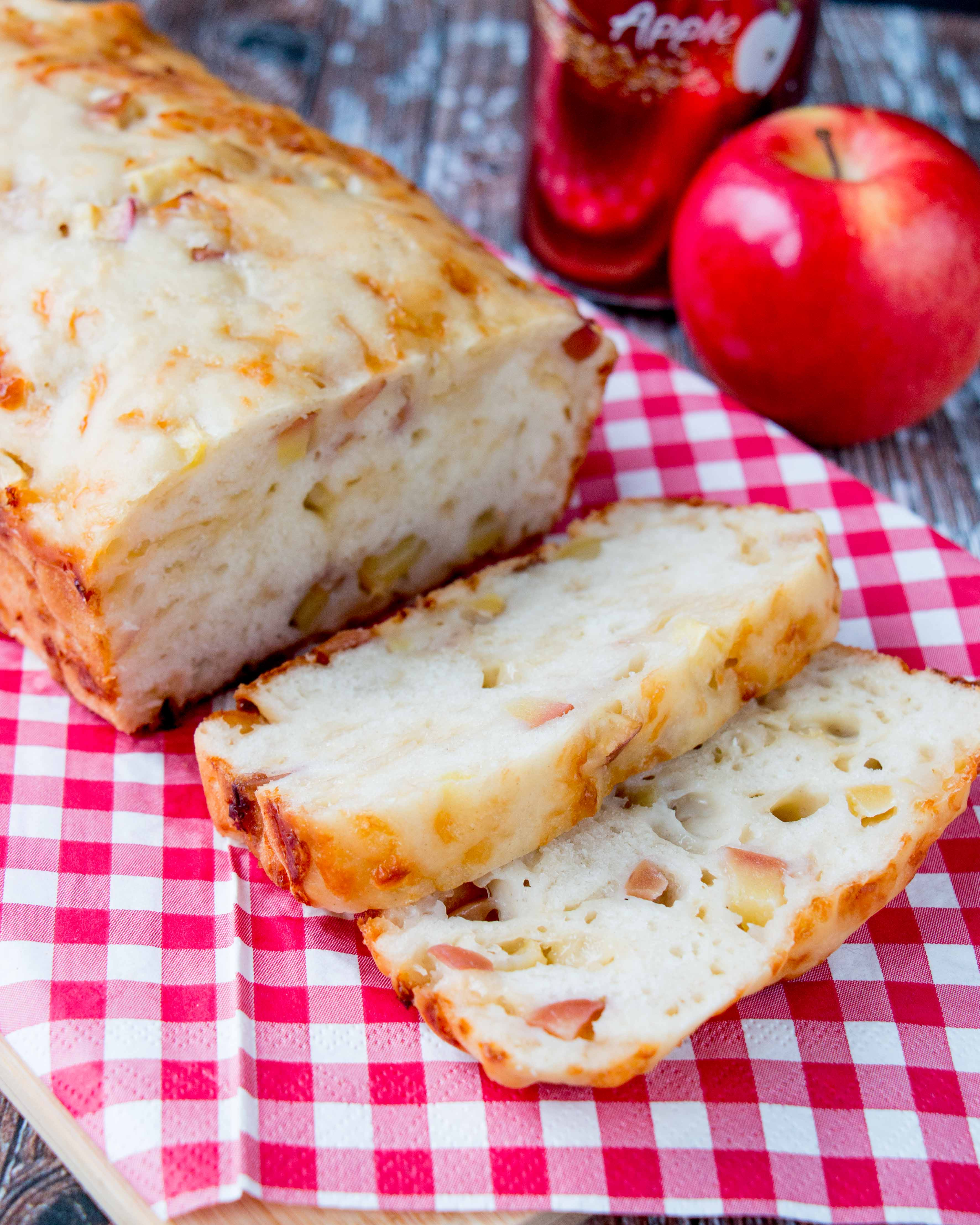 Apple and Smoked Gouda Beer Bread